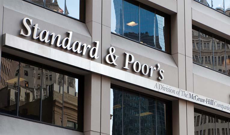 S&P, AB'nin kredi notunu düşürdü