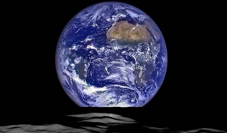 NASA'DAN YENİ DÜNYA FOTOĞRAFI