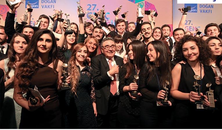 Genç iletişimciler ödüllerini aldı