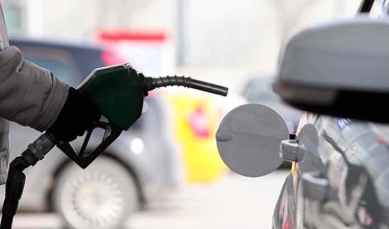 Benzinin litre fiyatında 15 kuruş indirim