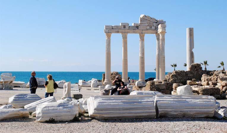 Turist sayısı Ocak'ta yüzde 6,4 geriledi