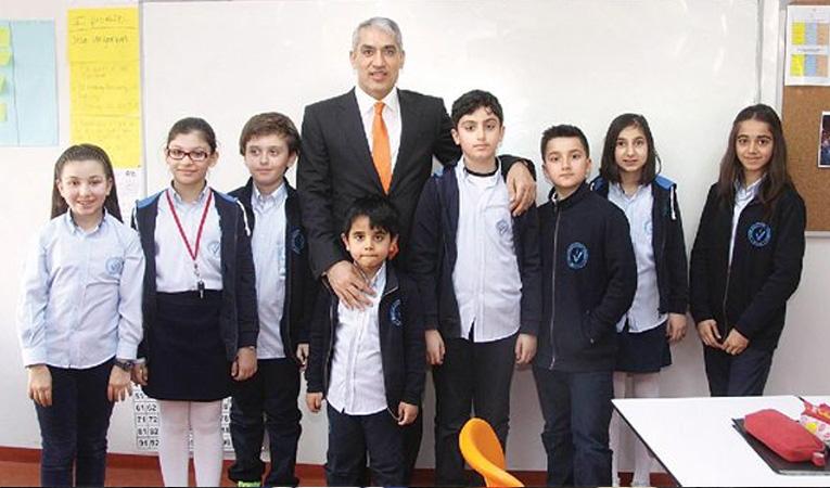 ALTINBAŞ'TAN OKUL ZİNCİRİ!