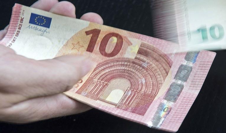 EURO 1 YILIN ZİRVESİNDE!