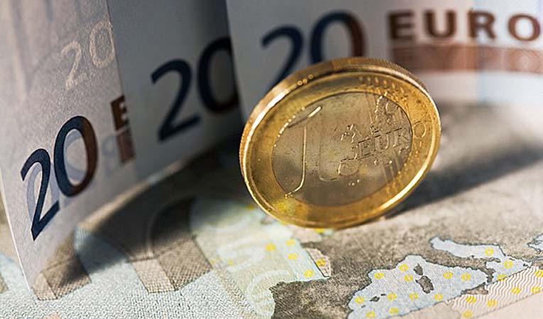 EURO, FRANSA SEÇİMİYLE YÜKSELDİ