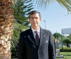 """ANTALYALI TÜCCARLARA MADALYA VERMELİYİZ"""