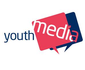 Youth holding'in gözü dışarda